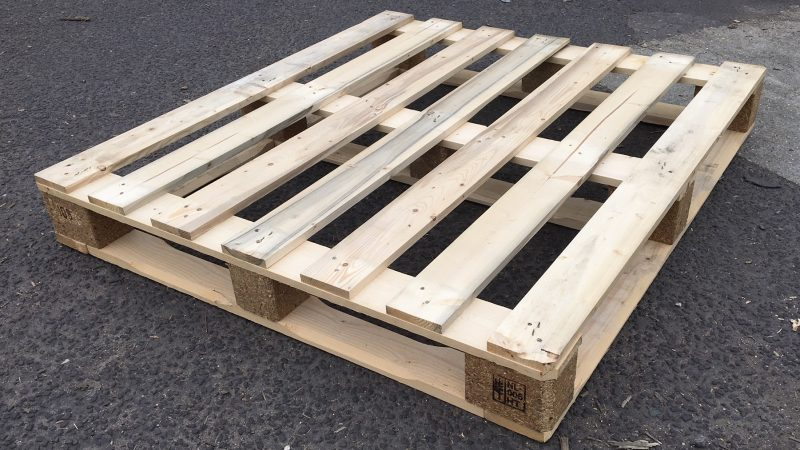 cleaning wooden pallet